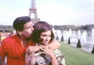 Shammi Kapoor and Sharmila Tagore romancing in Paris