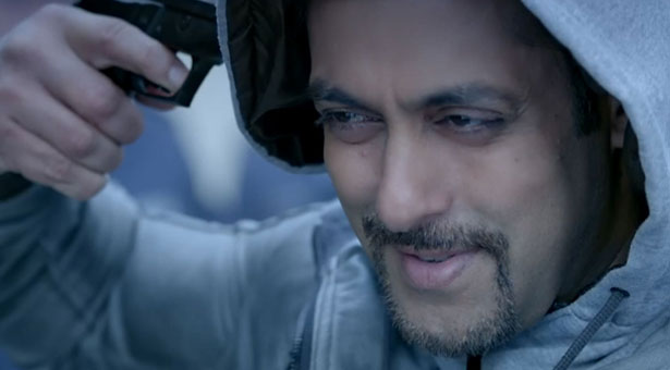 The Cinematography (Ayananka Bose, Alexander Witt) is transcendentally gorgeous, with each frame deliciously carved out of an art book. - salman-khan-kick-hd-stills