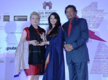 Catherine Deneuve_recieving the lifetime Achievement Award from Aishwarya Rai Bachchan_Niraj Bajaj_MD, Bajaj Auto_at the Opening Ceremony of the 16th Mumbai Film Festival