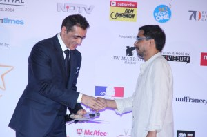Bikas Ranjan Mishra,director of 'Chauranga' receives the BEST FILM/ Golden Gateway Award from Ajay Bijli, Chairman, PVR
