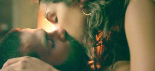 shraddha hot kiss in Haider