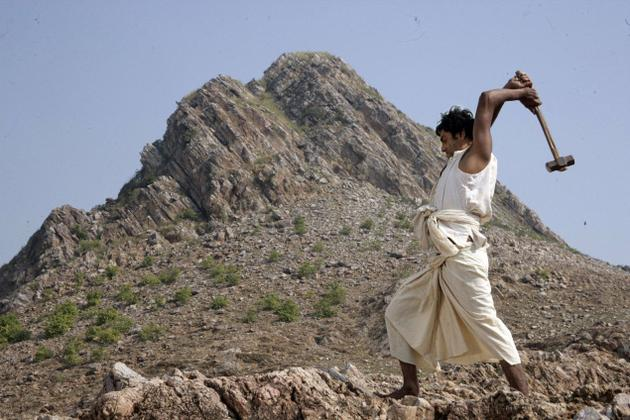 Manjhi the Mountain Man Still 2